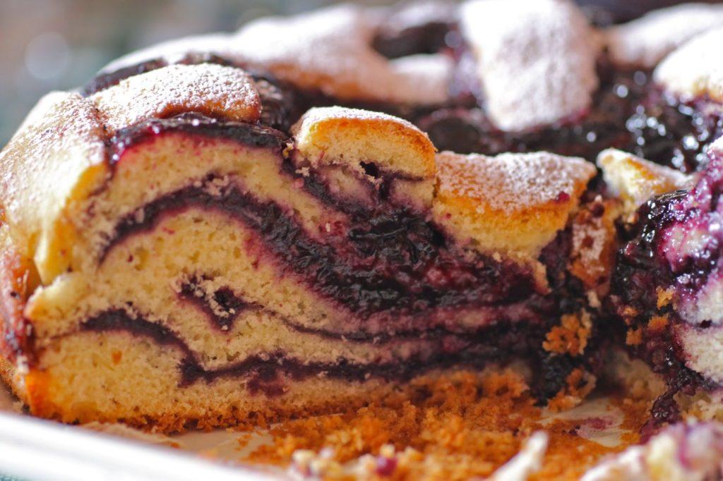 Torta farcita con confettura di mirtilli