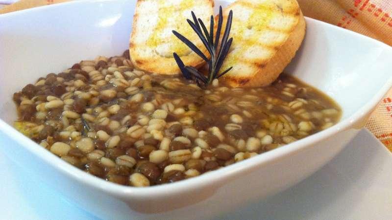 La zuppa di farro e lenticchie